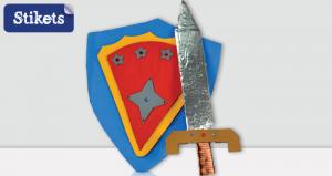 Schild und Schwert aus Pappe